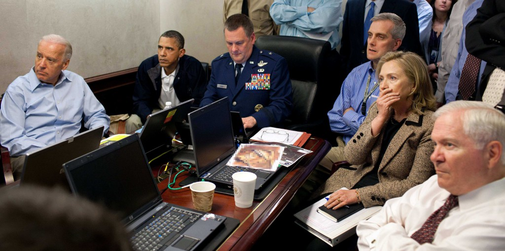 ap foto : pete souza : file - in this may 1, 2011 image released by the white house and digitally altered by the source to diffuse the paper in front of secretary of state hillary rodham clinton, president barack obama and vice president joe biden, along with with members of the national security team, receive an update on the mission against osama bin laden in the situation room of the white house in washington. (pete souza/the white house via ap) ap provides access to this publicly distributed handout photo provided by the white hous campaign 2016 clinton profil automatarkiverad